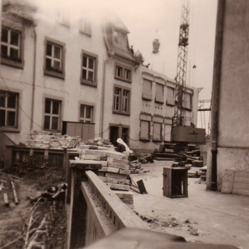 Wiederaufbau der Einrichtung